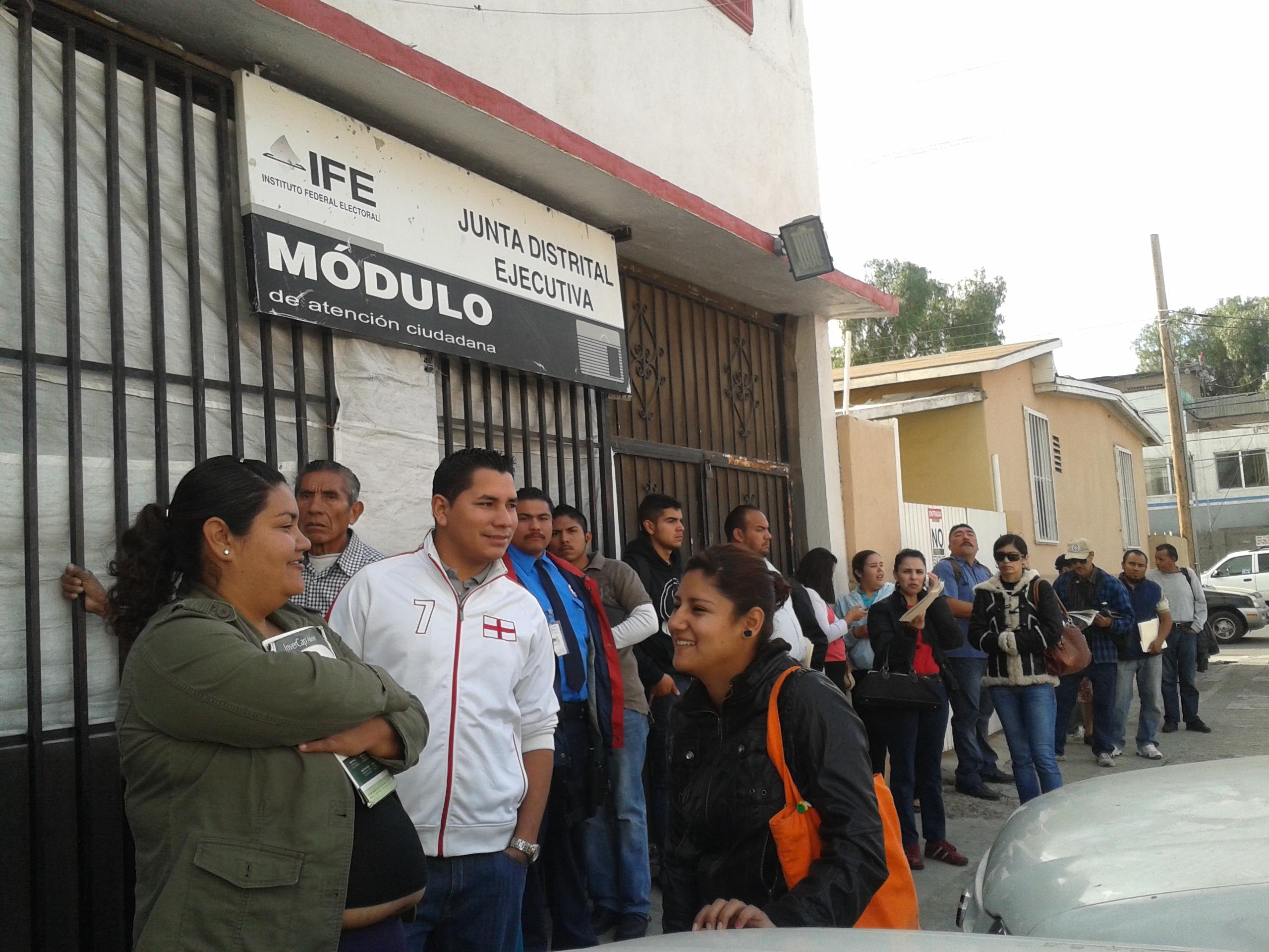 Largas Filas En Módulos Del Ife En Tijuana