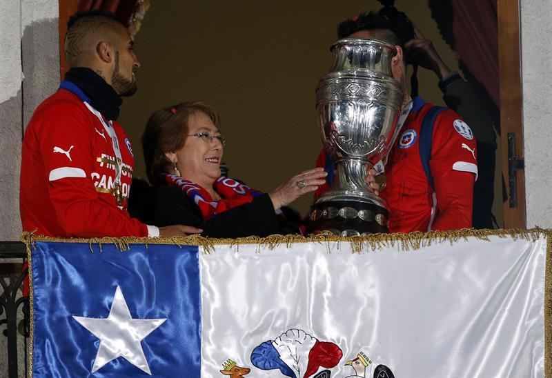 Bachelet recibe a selección chilena que ganó