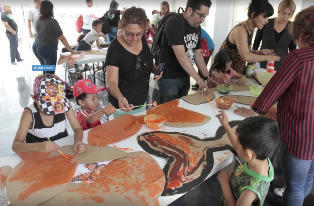 Con mariposa Monarca, niños celebran la libertad