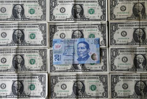 Peso avanza y dólar se vende hasta en $20.21 en bancos