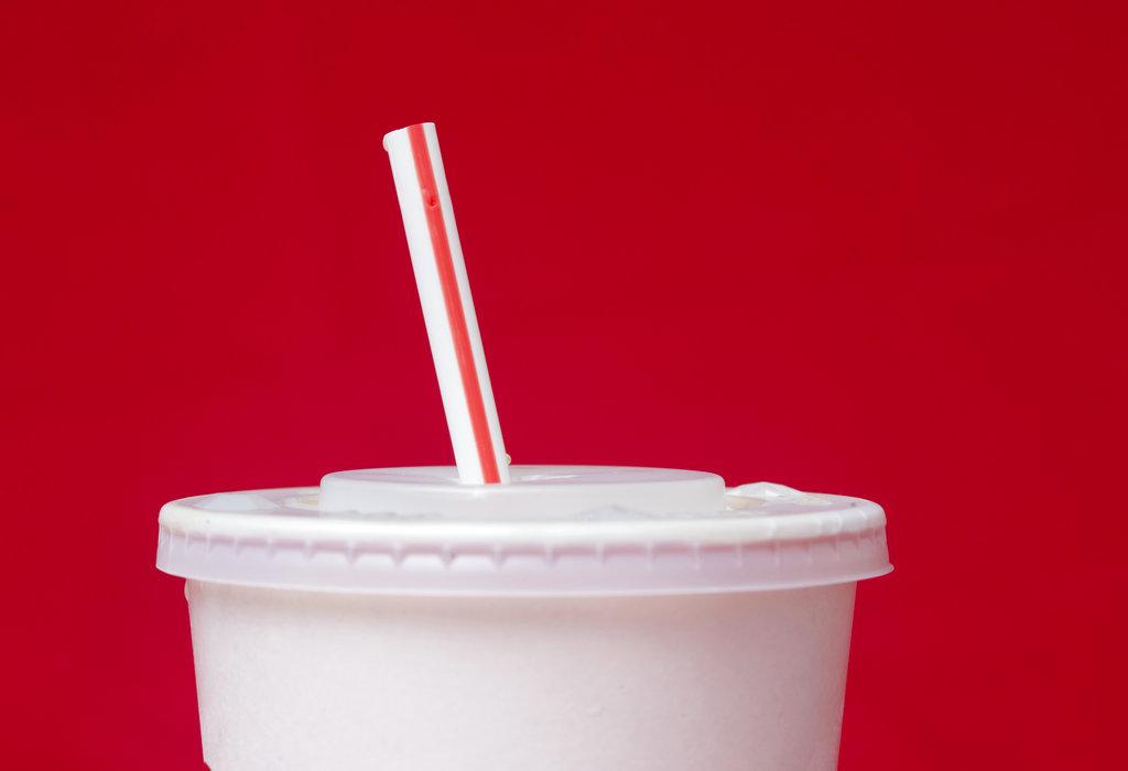 La Unión Europea busca prohibir varios productos plásticos