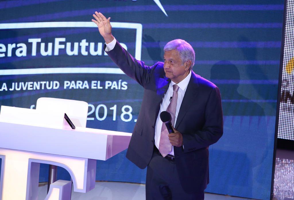 Una encuesta sitúa a López Obrador con 26 puntos de ventaja