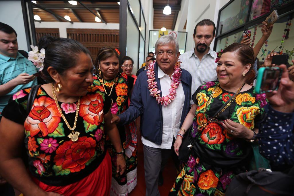 AMLO asegura que le negaron cerrar campaña en el Zócalo