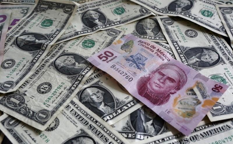 Peso avanza frente al dólar por mejores condiciones políticas