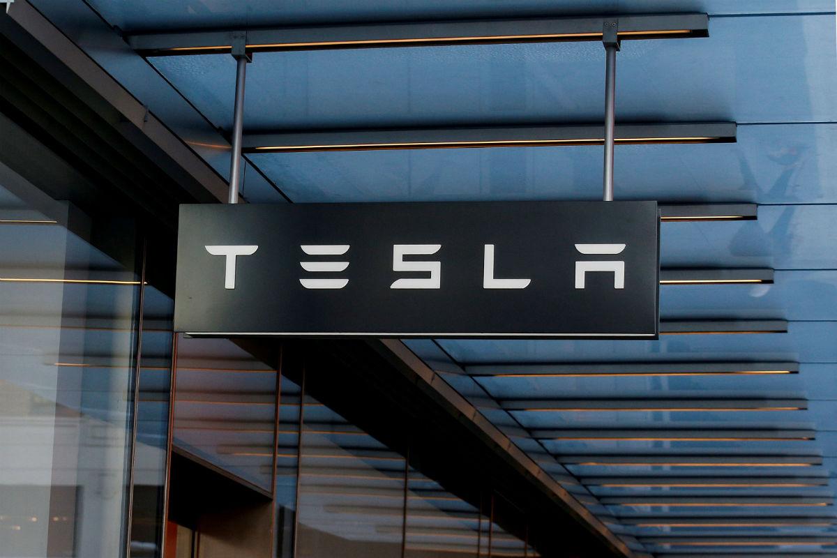 Elon Musk anuncia que Tesla despedirá al 9% de su fuerza laboral