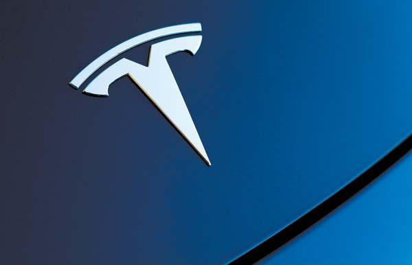 Tesla ofrecerá conducción autónoma completa en su próxima actualización de software