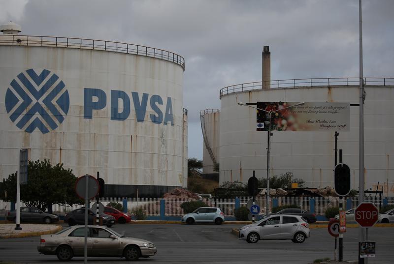 Por primera vez, Venezuela importaría crudo para refinar gasolina o diesel