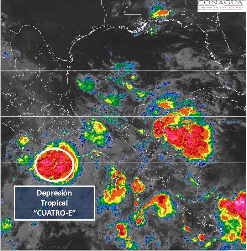 La depresión tropical 4-E se ubica a 180 kilómetros al sur de Acapulco y a 300 kilómetros al sureste de Zihuatanejo