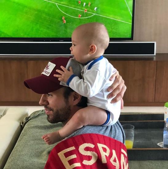 Anna Kournikova y Enrique Iglesias disfrutan del mundial junto a sus bebés