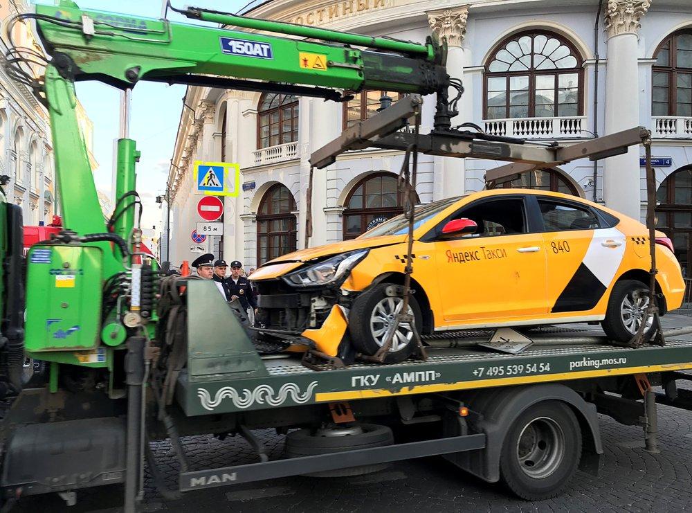 Embiste taxi a multitud en Moscú; entre ellos a un mexicano