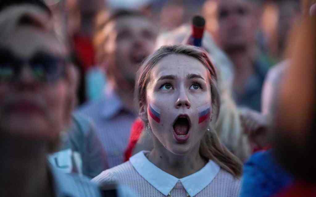 Hamburguesas gratis a las rusas que queden embarazadas de futbolistas del Mundial