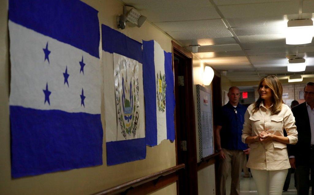 Melania Trump visita centro de detención en Texas donde hay niños migrantes