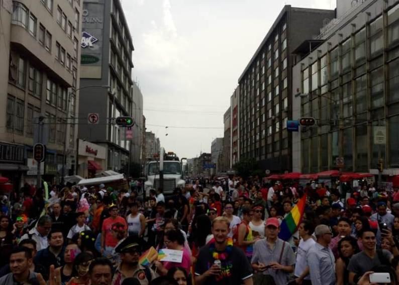 Arranca marcha LGBTTTI...con aficionados