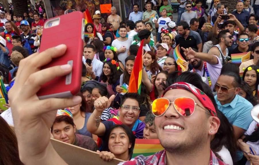 Fusionan festejos por marcha LGBTTTI y triunfo de México