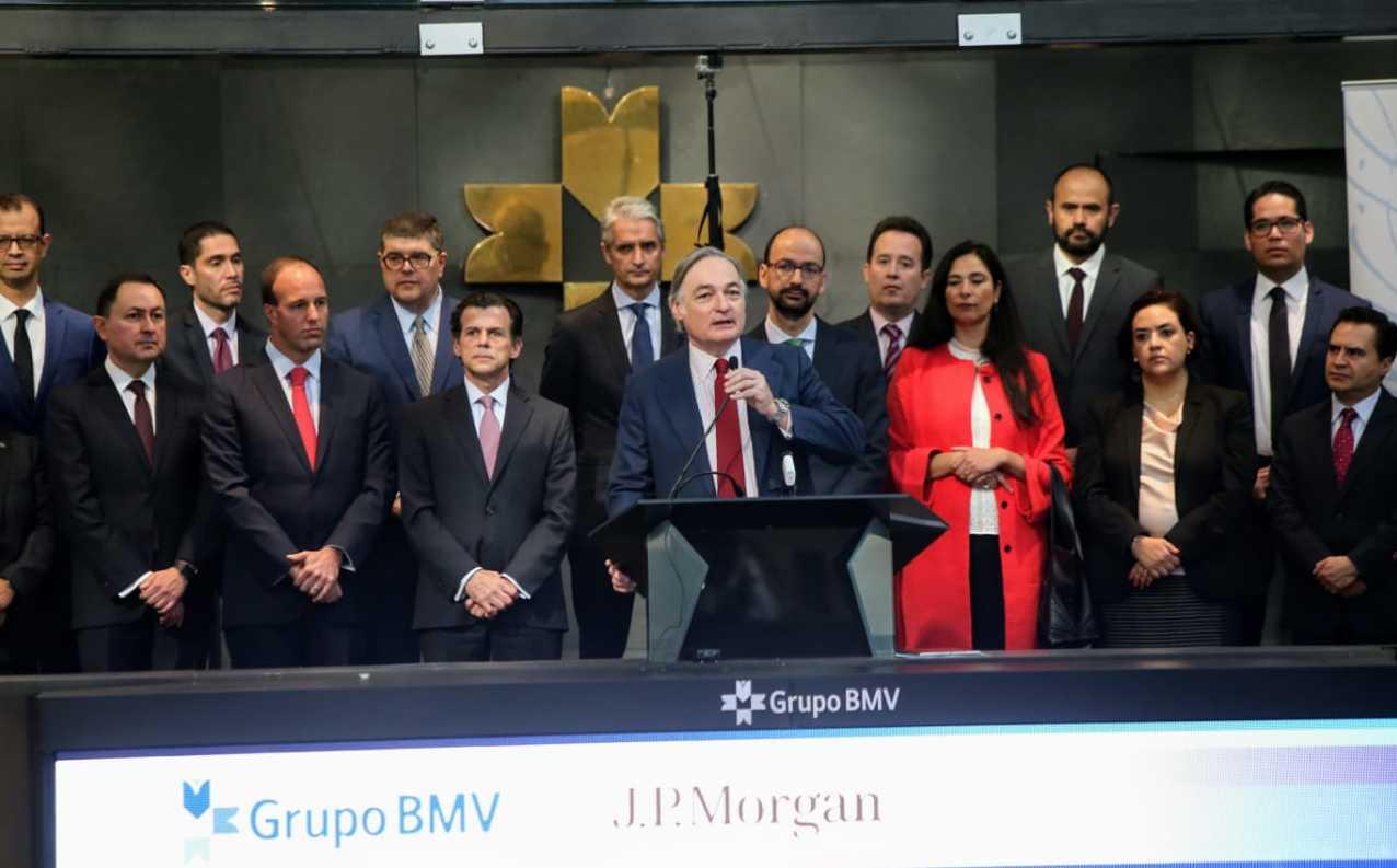 Bolsa Mexicana abre con ligera pérdida, a la espera de datos relevantes