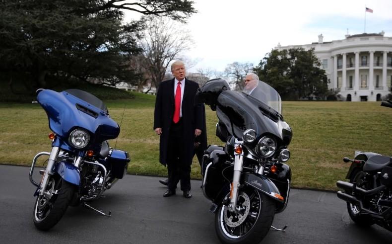 Trump quiere atraer a firmas de motocicletas a EEUU