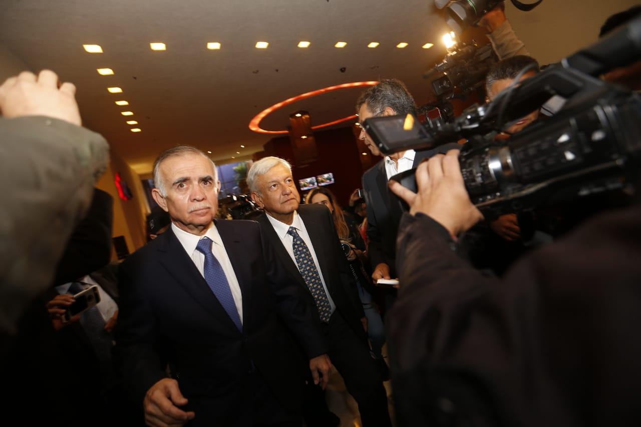 Andrés Manuel López Obrador y Alfonso Romo (Héctor Téllez)