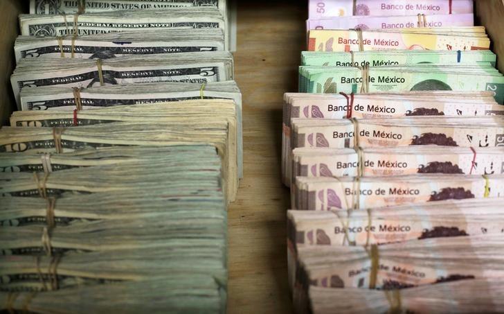 Dólar finaliza la semana con descenso, se vende en $19.46 en bancos