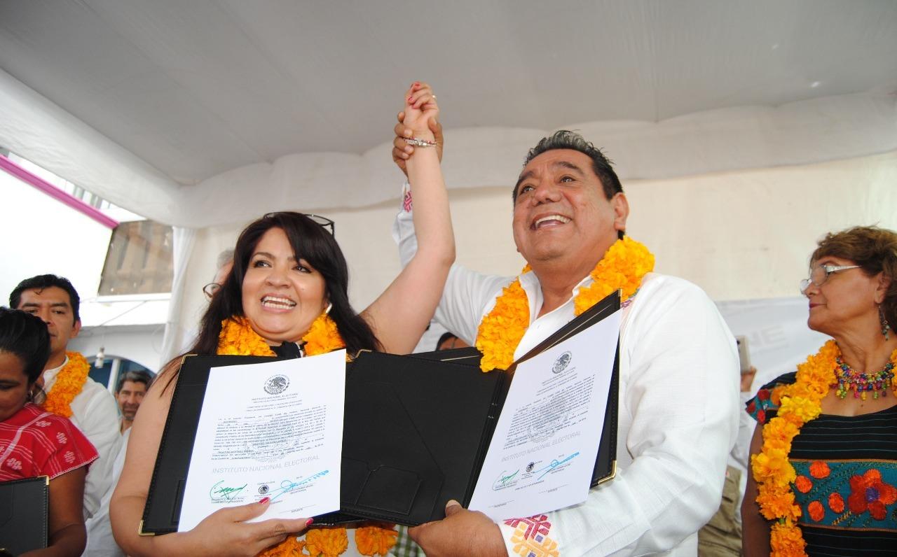 Nestora y Felix Salgado al Senado