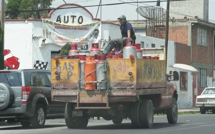 Gasolina y gas LP rompen racha a la baja de la inflación