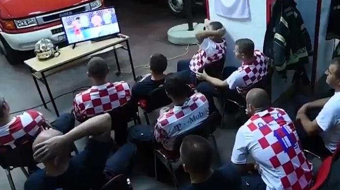 Reacción de bomberos croatas al sonar alarma en plenos penales — Viral
