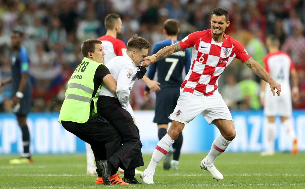 Mundial Rusia 2018 - Página 23 Aficionados-croacia-entran-cancha-partido_0_8_1200_746