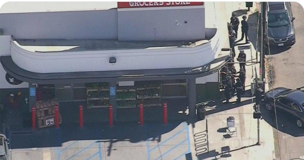 Capturan a hombre atrincherado en Los Ángeles y liberan a rehenes