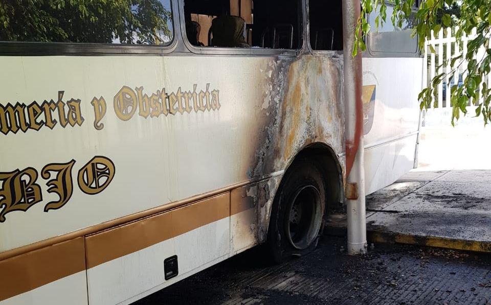 Queman camión en enfrentamiento en Universidad de Oaxaca