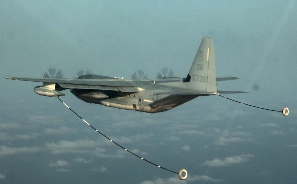 Chocan aviones de la Marina de EU cerca de las cosas en Japón