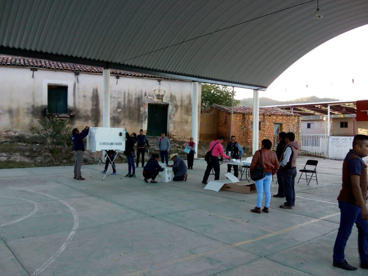 Instalación de casillas en elección extraordinaria en Oaxaca (Óscar Rodríguez)