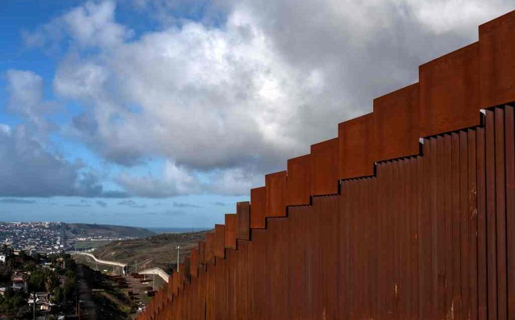 Muro fronterizo será de acero y no de concreto, dice Trump