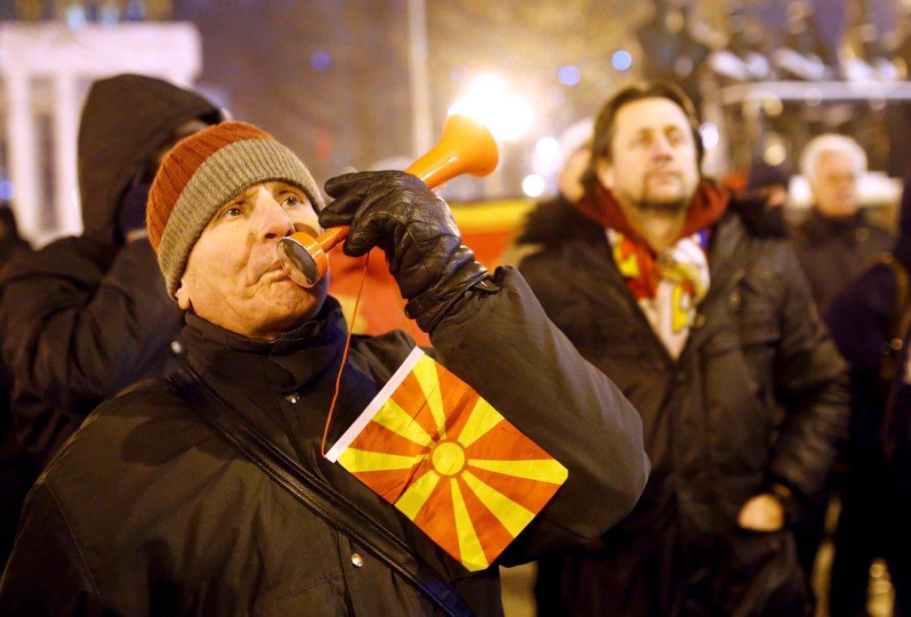 Miles de personas salieron a las calles contra la medida de cambiar el nombre del país a Macedonia del Norte (Reuters)