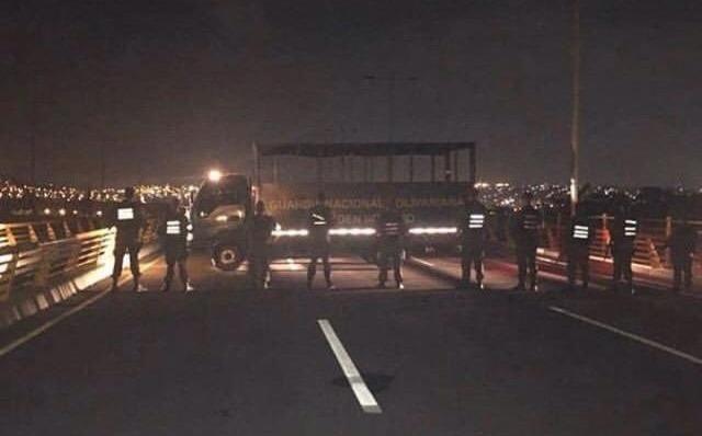 Venezuela: militares bloquean puente fronterizo con Colombia