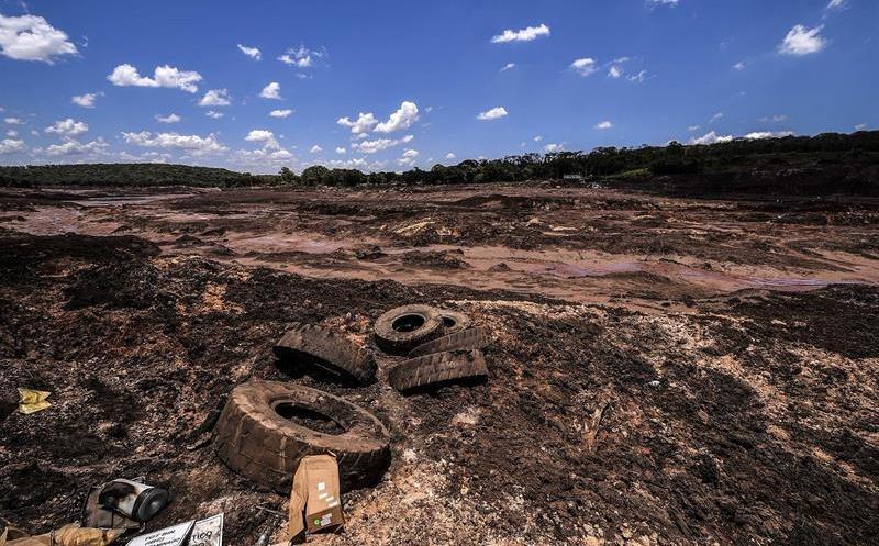 Van 150 muertos por ruptura de represa en Brasil