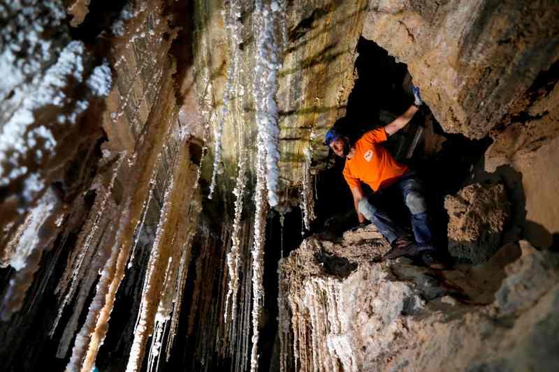 Descubren en Israel la mayor cueva de sal del mundo