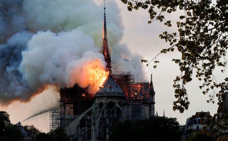 Una parte de nosotros se quema: Macron sobre Notre Dame