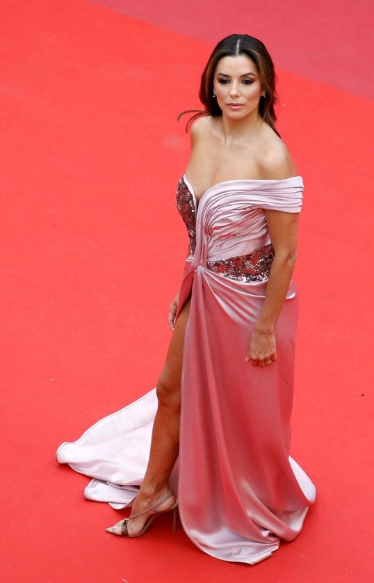 e47e8839c Eva Longoria y el atrevido escote que lució en Cannes 2019