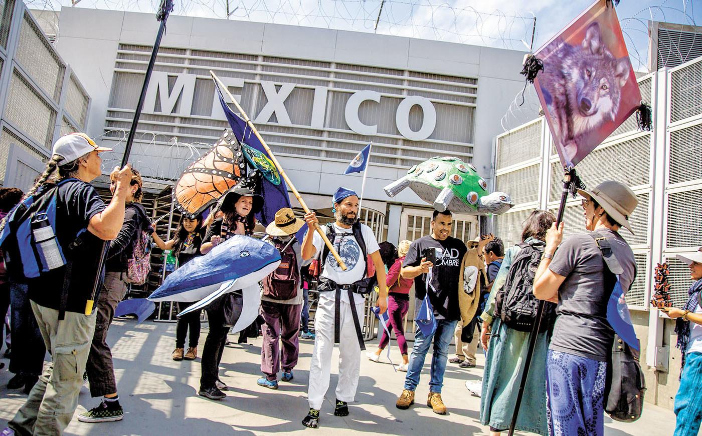 Interceptan 4 tráileres con 791 migrantes en Veracruz