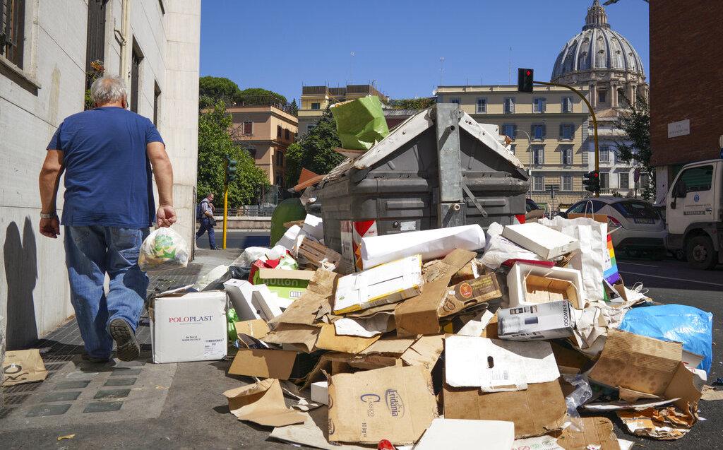 Italia: Médicos advierten riesgo a la salud por acumulación de basura