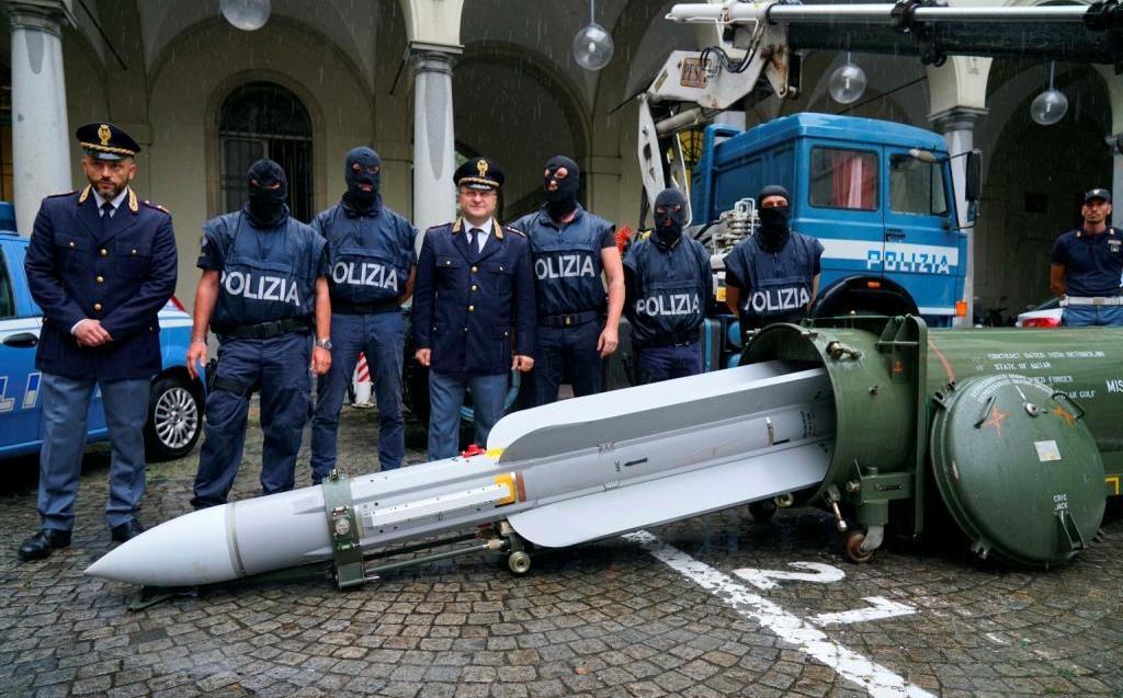 Italia: Neofascistas son detenidos por hallazgo de armas y un misil