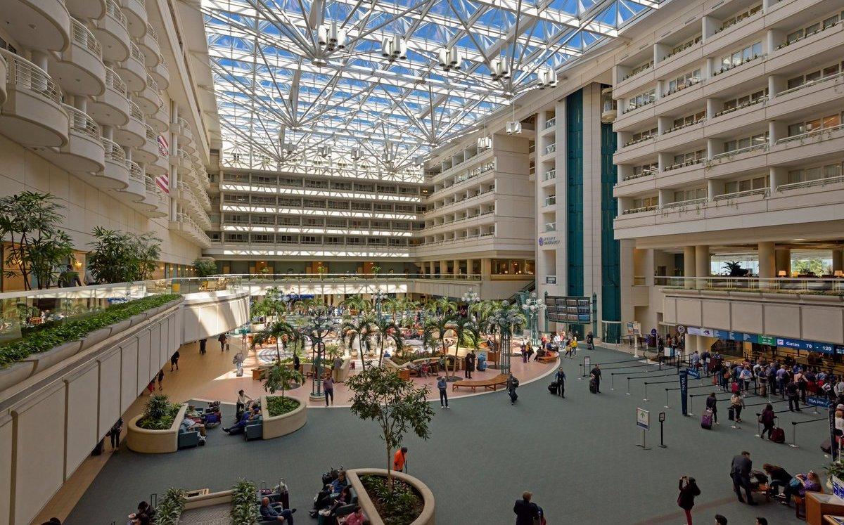 Aeropuerto Internacional de Orlando renuda vuelos tras paso de Dorian