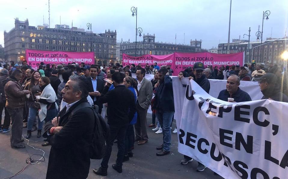 Palacio Nacional: Alcaldes se manifiestan; buscan audiencia con AMLO
