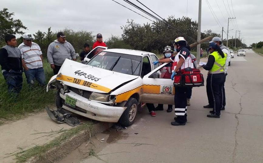 Tres personas lesionadas tras chocar taxi contra poste en Altamira - Milenio