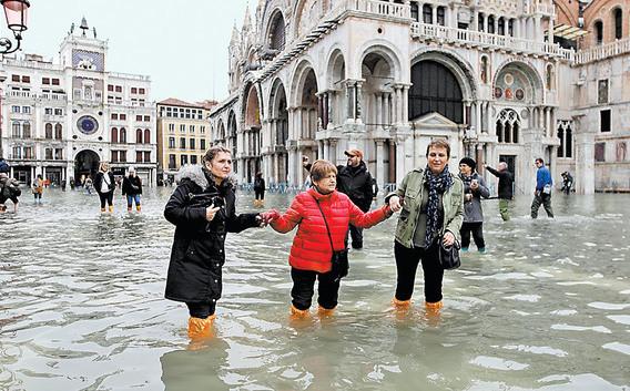 Venecia vive la peor inundación en medio siglo