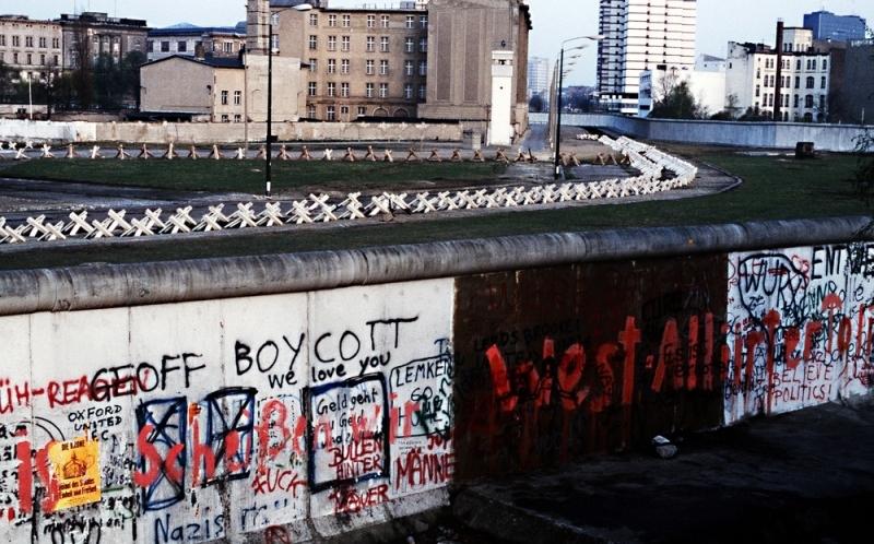 Envían a frontera entre México y EU trozo de Muro de Berlín para Trump - Milenio