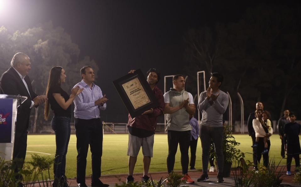 Ronaldinho llegó a Morelos en parte de su gira de despedida