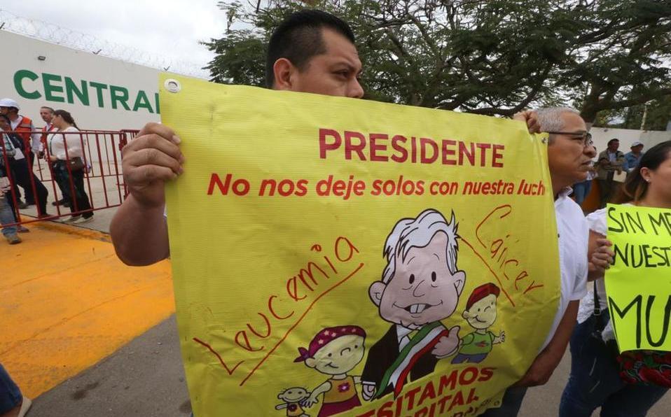 Padres de niños con cáncer piden a AMLO abasto de medicina en Yucatán