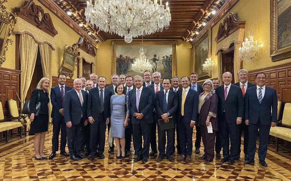 AMLO cena con directivos de empresas de EU