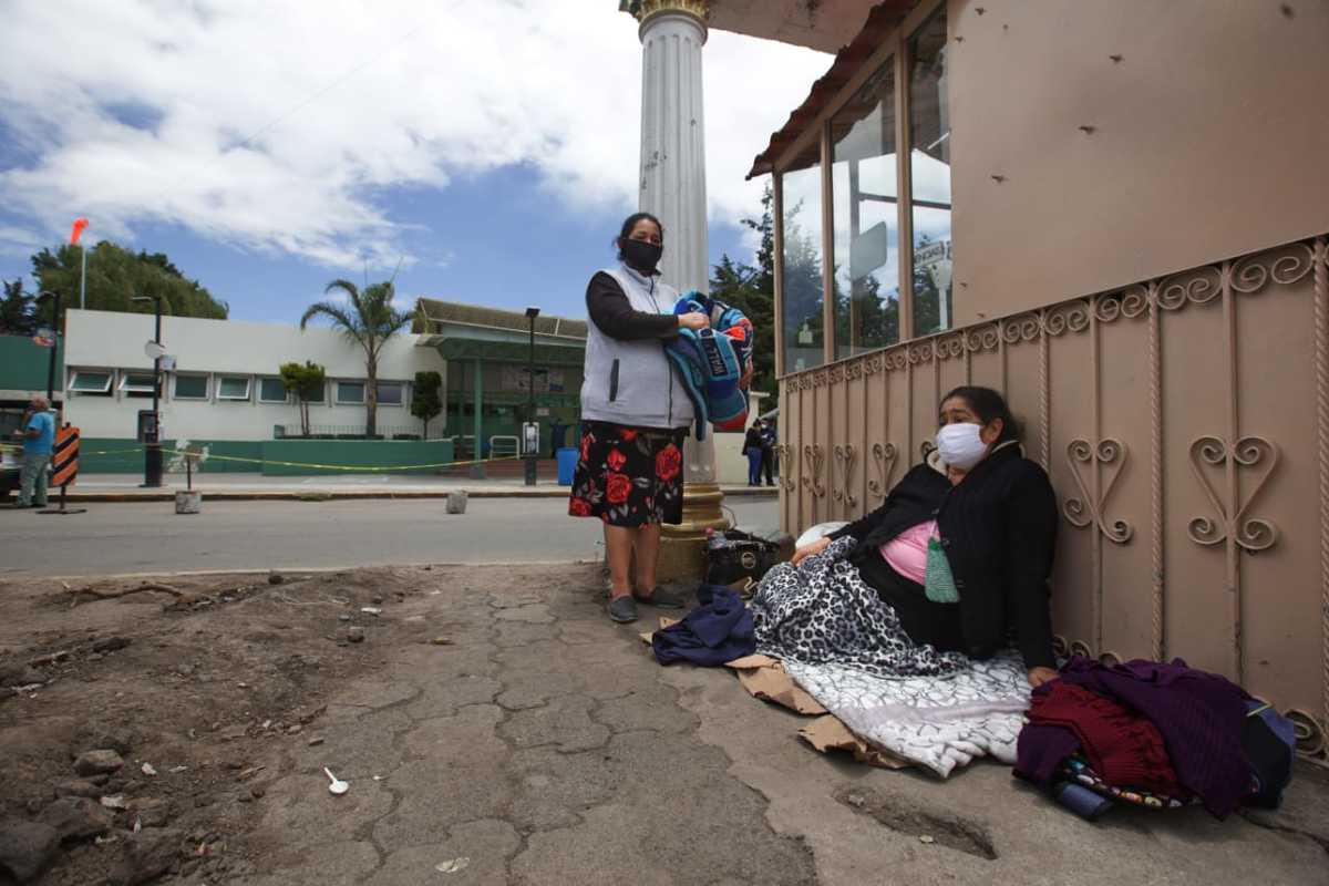 En Edomex, familiares de pacientes con covid 19 acampan en hospitales