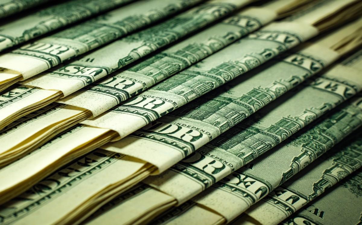 Peso pierde ante fortaleza del dólar y alza en rendimientos de bonos del Tesoro de EU